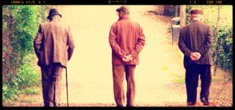 Studio Usa sugli anziani: più farmaci prendono, più lentamente camminano
