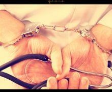Chieti, sospeso medico, favoriva i pazienti che acquistavano nell'esercizio del figlio