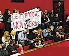 Genova, farmacie comunali, via libera alla vendita tra le proteste