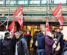 """Presidio lavoratori Farmacap: """"No alla privatizzazione delle farmacie comunali"""""""