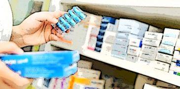 farmacista con farmaci poster