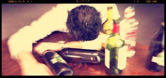 Consumo di alcol in Italia, in calo i bevitori abituali, ma aumentano quelli occasionali