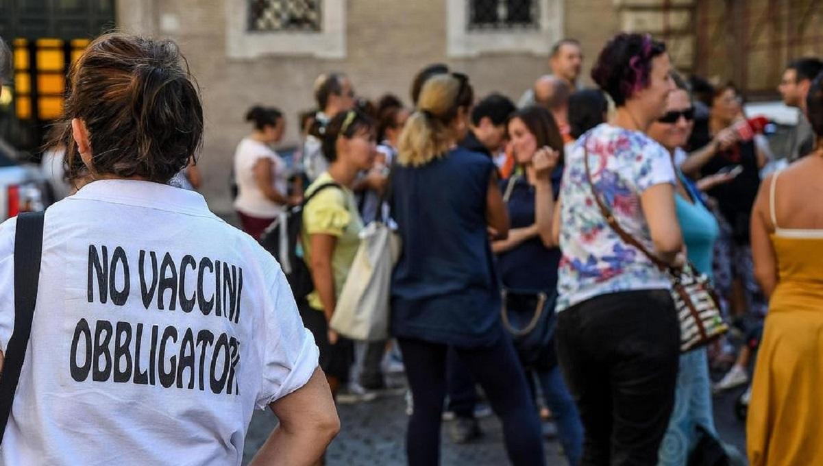 """Silvestrini: """"Guerra a Covid, chi non si vaccina è un collaborazionista del virus"""""""
